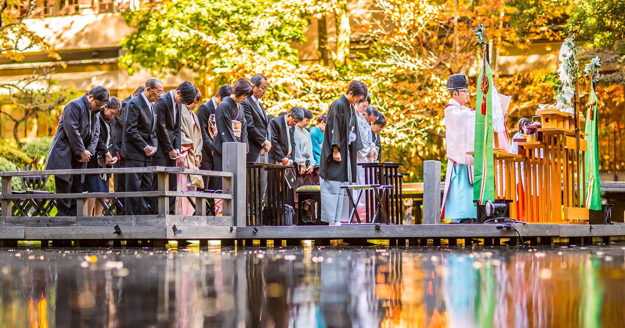 浮月楼庭園 水上ステージ挙式
